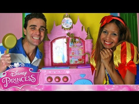 Disney Princess Royal Kingdom Kitchen Cafe With Snow White! || Disney Toy Reviews || Konas2002