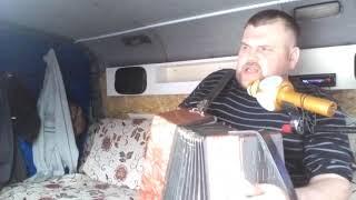 А у девчонок ветерок)))