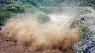 Lũ kinh hoàng tại Mù Căng Chải - Yên Bái nhà trôi trên suối