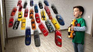 Волшебные гаражи. Много машинок из одной. Видео для детей.