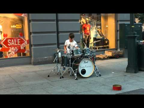 Baard Kolstad playing in the centre of Oslo
