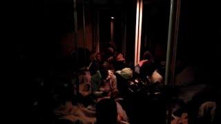 Migranti, la Mare Jonio entra nel porto di Lampedusa: