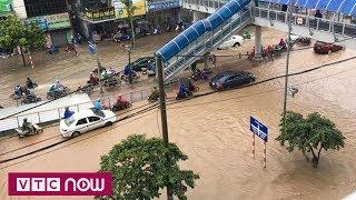 Hà Nội ngập sâu sau mưa lớn | VTC1