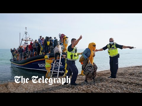 More than 800 Channel migrants arrive in UK on a single day