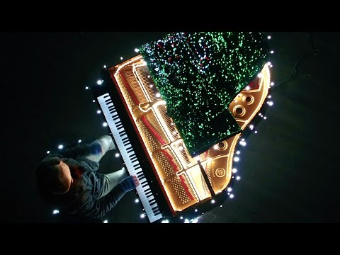 88 Piano Keys Control 500,000 Christmas Lights! I Saw Three