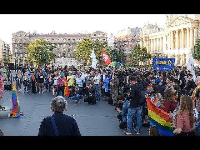 Az Identitás Generáció nevetni ment a homofóbia elleni tüntetésre | Jövő TV
