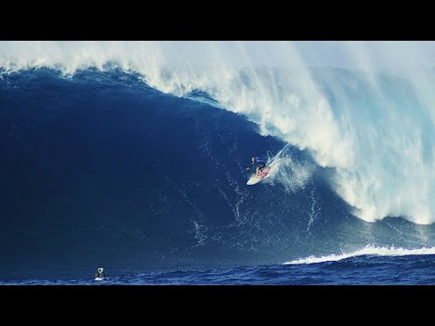Jaws Lights Up With Another Mega Swell   Filmers @ Large