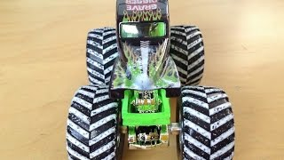 Hot Wheels Grave Digger Monster Jam Truck - Special Holiday Edition (Snow Treads!)