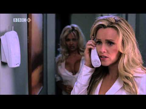 Pamela Anderson and Jenny McCarthy in 'Scary Movie 3'