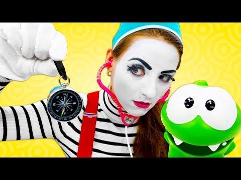 Видео про игрушки для детей. Ам Ням заболел! Доктор-клоун проводит операцию!