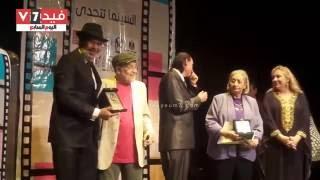 بالفيديو   تكريم ماجد المصرى ومنى الصبان فى ختام مهرجان كام السينمائى