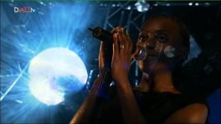 Morcheeba - Undress me now @ Montreux Jazz Festival 2003 (incomplete)