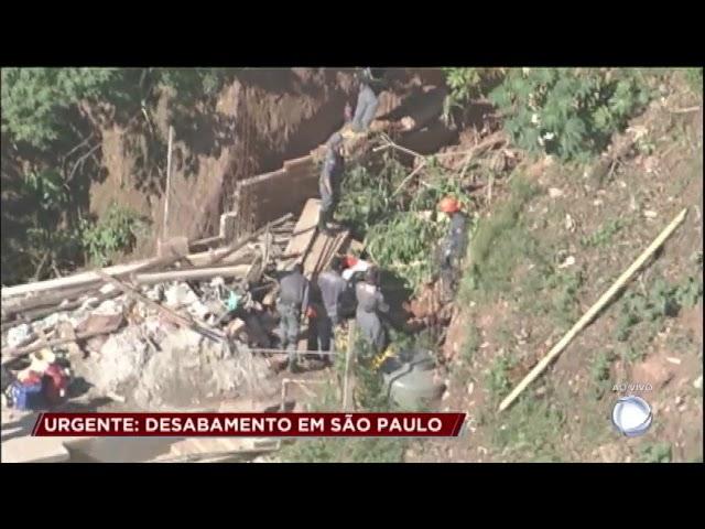 Bombeiros resgatam duas vítimas de deslizamento de terra em São Paulo