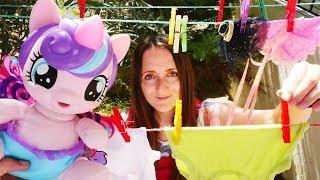 Литл Пони и Поняня стирают белье - Видео для детей
