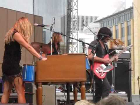Grace Potter and the Nocturnals Apologies  8035 Music Festival   2011