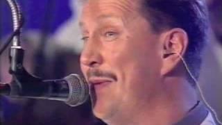 Lasse Hoikka & Souvarit - Pariiseja (Live)