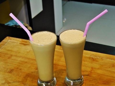 थंड कॉफी | Creamy Cold Coffee | Instant Cold Coffee | madhurasrecipe