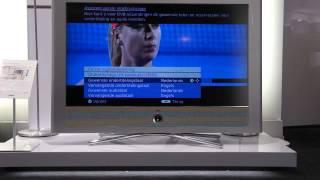 Zenders instellen door eerste ingebruikneming te herhalen Loewe LCD (menukleur blauw)