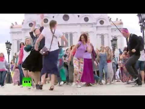 Москвичи вышли на танцевальную прогулку