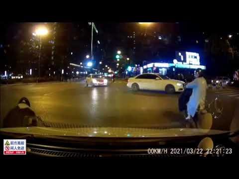 中國三寶|電單車突然衝出來,是不要命了嗎