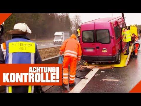 Schwerer Autobahn-Unfall: Straßenmeisterei räumt auf! | Achtung Kontrolle | kabel eins