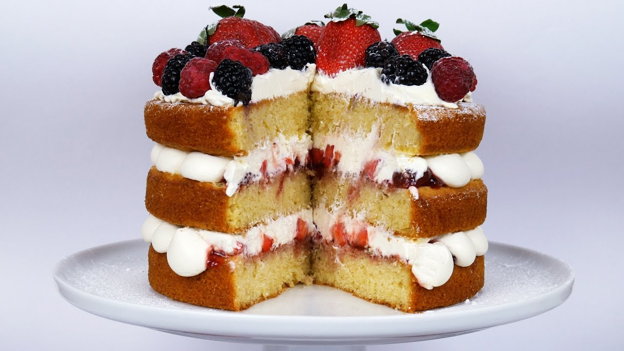Victoria Sandwich Cake With Strawberries And Cream