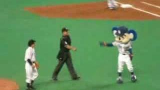 この日は「ルーキーズ」の番宣で、市原隼人が始球式でした。 マウンドで...