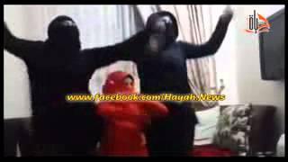 بنات مصريه يسخرون من داعش بالرقص ويشعلون الفيس بوك