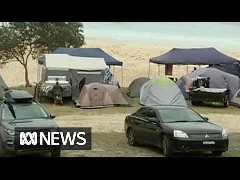 Tourists return to towns along the fire-ravaged south coast   ABC News