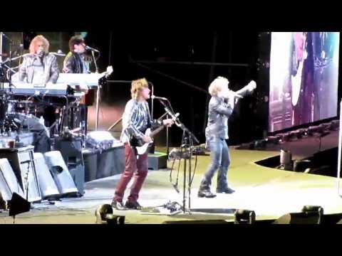 Bon Jovi - Raise Your Hands - Meadowlands, NJ - 5-29-2010
