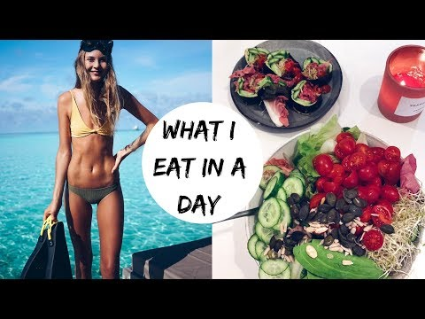 WHAT I EAT IN A DAY TO STAY IN SHAPE // TRACKING CALORIES & TIMING // VEGAN
