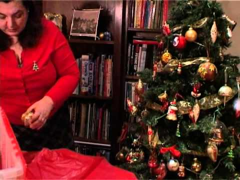 The easiest way to take down your Christmas decorations - YouTube