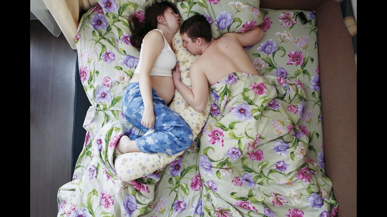 These Portraits Of Pregnant Sleeping Couples Are Intimate And Revealing