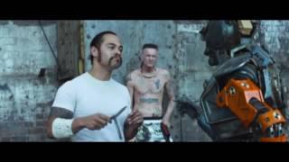 Смешной момент из фильма - Робот по имени Чаппи)