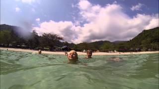 MnogoStran: Как снимает камера GoPro под водой Пляж в Тайланде(MnogoStran: Как снимает камера GoPro под водой? Пляж в Тайланде Видео из других наших путешествий с детьми вы можете..., 2014-06-06T08:59:35.000Z)