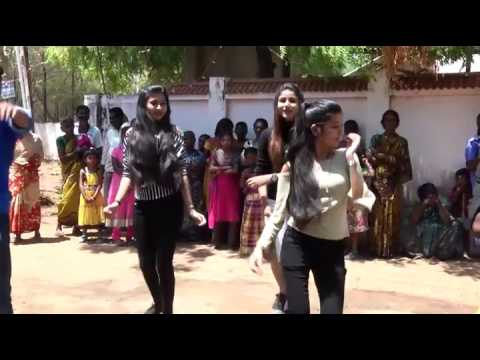 En Chella Peru Apple public dance  dasara