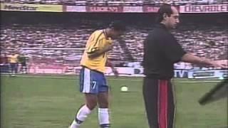 Rivaldo da show contra Argentina.