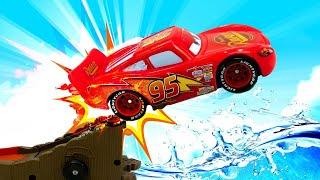 Мультфильмы ТАЧКИ— Машинки Молния Маквин идрузья— Видео для детей про гонки машинок