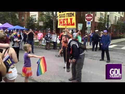 El enfrentamiento de una niña pro #LGBT y un predicador homófobo se vuelve viral