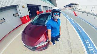 أنا سائق سباقات محترف مع Nissan Maxima !