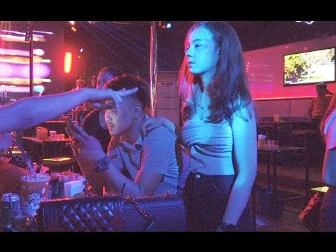 Nightlife in Laos, Beautiful Laos Girls Dancing in the nightclub 2019 April