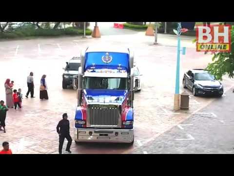 Sultan Johor guna trak Mack pada Kembara Mahkota Johor