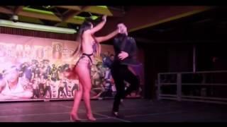 Девушка  танцует классно и супер фигура.(Девушка танцует классно и супер фигура., 2016-12-28T12:56:12.000Z)