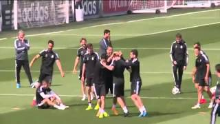 Fantastic Nutmeg '' caño '' Isco To Toni kroos at Real madrid training l 2015