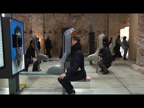 شاهد: بينالي البندقية يسحر زواره بفنون الأداء وتجارب الواقع الافتراضي…
