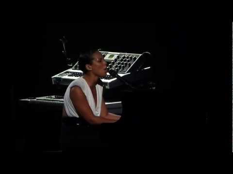 Brand New Me live Alicia Keys Avery Fisher Hall