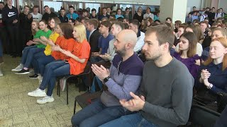 Антон Шипулин встретился со студентами Верхней Салды