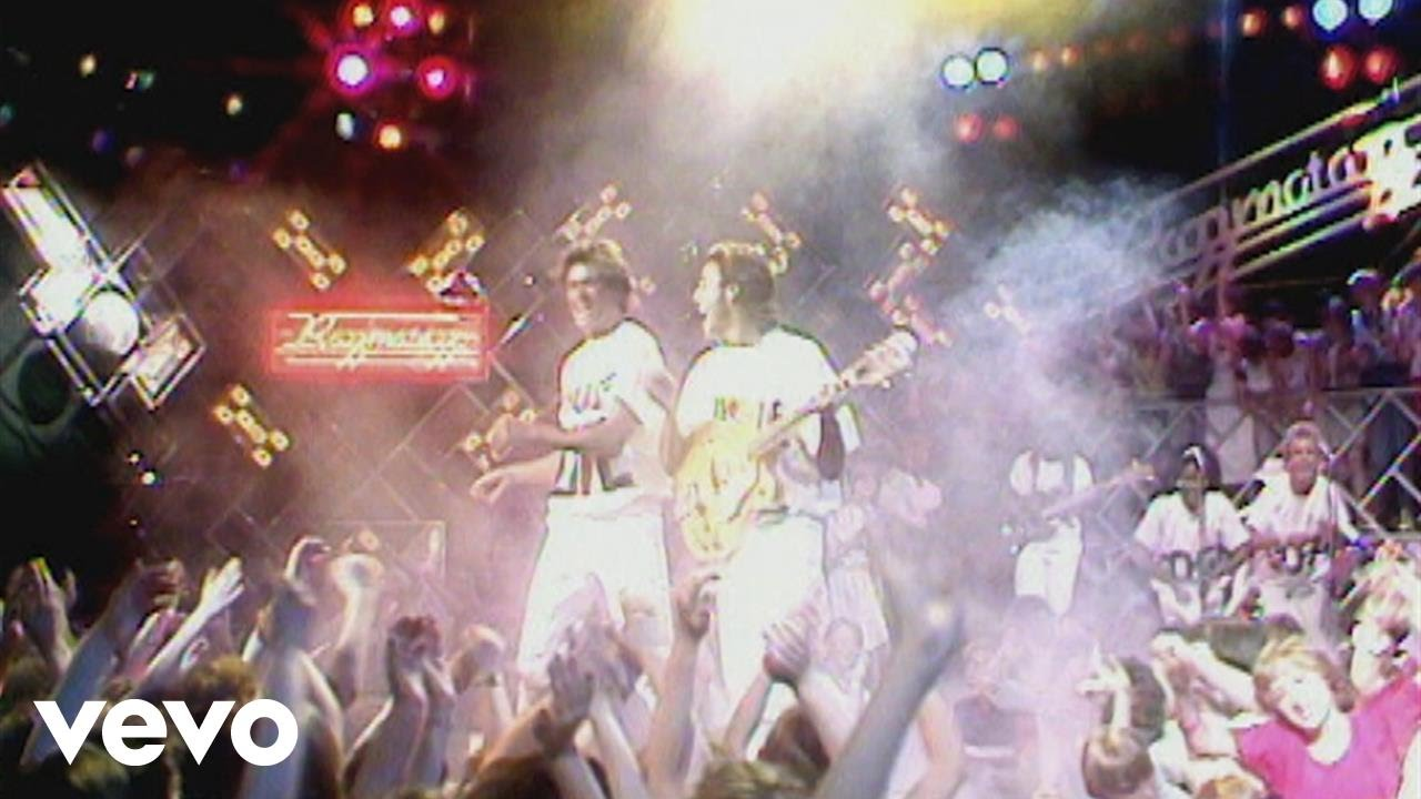 wham-wake-me-up-before-you-go-go-razzmatazz-1984-whamvevo