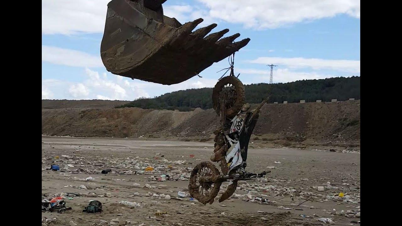 Dirt Bikes vs Hidden Swamp & Excavator