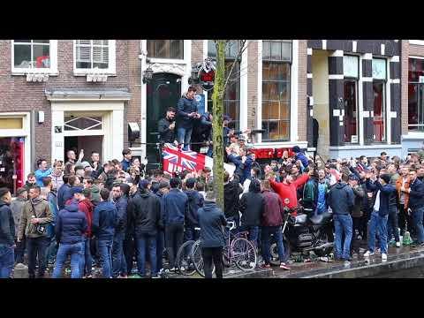 Voetbal supporters Engeland op de Wallen in Amsterdam